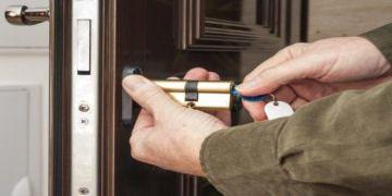 Esenkent çelik kapı tamiri